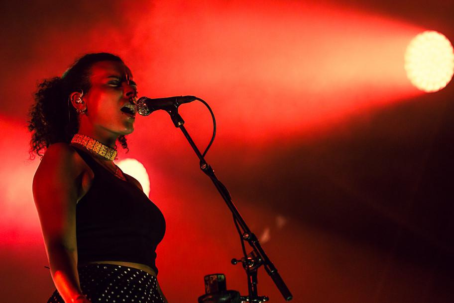 <H2>Jungle</H2><H5>Paris, Festival FNAC Live