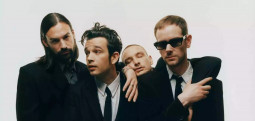 The 1975 repoussent leur date à Paris