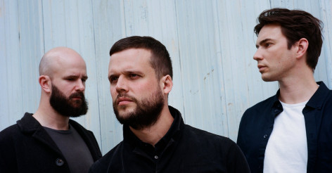 Un album et un single pour White Lies
